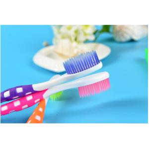 Зубная щетка Деликатная с мягкой щетиной серии люкс №670